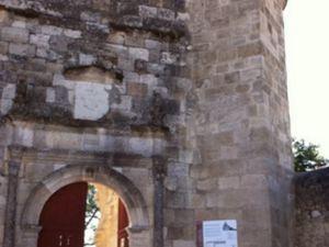 L'entrée, le mur-cloches et le choeur