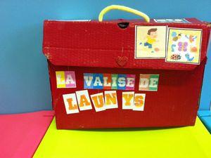Les valises pour transporter le cahier et les travaux de classe à la maison.