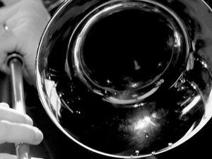 Bonne Année 2017 en musique avec quelques photos du concert de l'ensemble de trombones de l'Ecole de Musique de Bois d'Arcy. Avec un point de vue...un peu particulier!