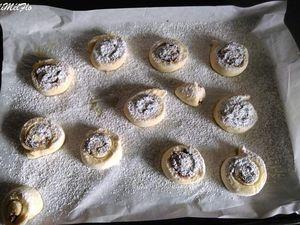 """Je vous conseille de fourrer les beignets """"nature"""" car je trouve ça assez fadasse sinon.J'ai fait des escargots aussi avec de la pâte à tartiner mais vous pouvez aussi les faire avec 100 g de sucre +1 cuillère à café de cannelle ( comme des cinnamon rolls)"""