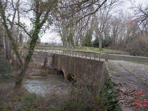 Un clic pour agrandir les photos. Une petite rivière, l'Argent-Double, sur laquelle passe le canal du midi au niveau de La Redorte.