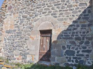 L'arche du Fromental ainsi que la chapelle du château