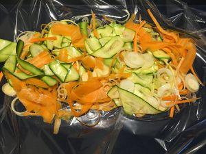 Préparation de la daurade et légumes en papillote
