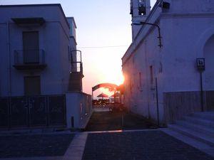 Il est 6 h 20, le soleil se lève,  à  6 heures 45, il est déjà haut....
