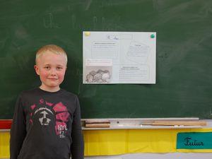 Samuel nous décrit les choux et Zoé nous explique le poireau.