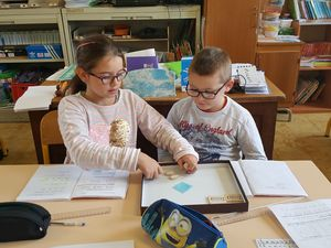 Les mathématiques, par ateliers