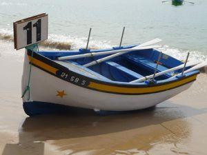 Les Aiolas, barques traditionnelles très colorées