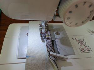 TUTORIEL : Cabas trapèze en simili cuir dragon avec pompons