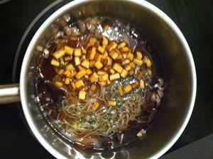 Soupe chinoise aux champignons noirs, konjac et tofu fumé Dukan