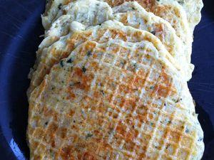 Galettes de pommes de terre nouvelles, emmental et grana padano