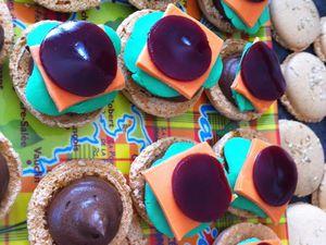 Macarons &quot&#x3B;burger&quot&#x3B; chocolat-framboise- hamburger macarons