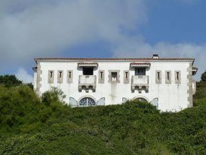 Créneaux à redans des faces épaissies des corps de garde de la batterie de Bénodet et du poste de Port-Maria (Belle-Île)