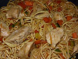 Sauté de dinde, carottes, courgettes et nouilles chinoises au Wok