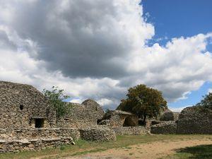 Le Moulin d'Alphonse Daudet etle village des Bories à Gordes, ainsi que l'Abbaye de Sénanque