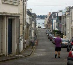 """La Grande rue ... que l'on montait pour mieux la redescendre """"à fond la caisse"""". (photos Marylis Costevec)"""