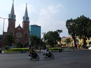 Place de la Commune de Paris à Saigon &#x3B; Marché de Ben Thanh