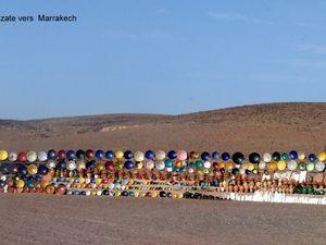 de Ouarzazate en passant par le Tizin-tichka vers Marrakech:route de 200kms franchissant le haut atlas ,beauté des paysages,contraste entre deux régions verte et humide au nord ,rouge et sèche au sud     succession de virages ,palette de toutes les teintes de rose ,rouge ,ver tavant d arriver au col à 2300 m d altitude