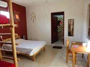 Notre chambre au MayaYoga Hostel &#x3B; ceviche et coctel de poisson au Camello