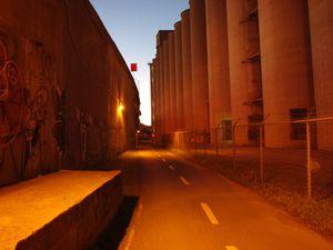 Le quartier industriel a de son charme la nuit dans le froid.