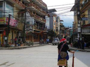 Un petit tour par la ville touristique de sapa: 2000 habitants. Mais nous ne ferons pas plus que le marché. Je m'en fiche j'ai vu tellement mieux.