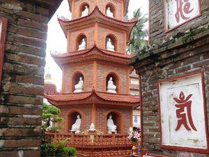 Encore une belle émotion dans cette pagode qui n'a l'air de rien mais qui a une arrière salle assez inattendue