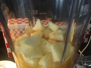 Smoothie pomme, orange, banane