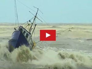 VIDEO - Fishing boats nearly capsize and sink
