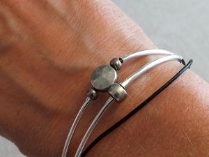 La plupart réalisée avec des perles récupérées sur des vieux bijoux démodés.
