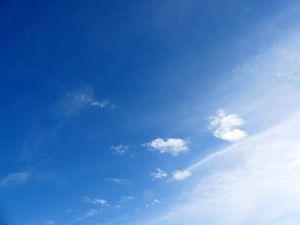 Beau ciel et pas mal de vent.