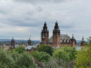 Mais à Glasgow il pleut ! Regardez ce ciel :D Quoi que à Jussieu, il pleuvait aussi >_<