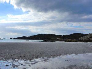 Joli comme une plage de Bretagne en hiver ! Avec le même vent et les mêmes températures... Et vaste aussi, avec la mer au bout de 3km de plage...