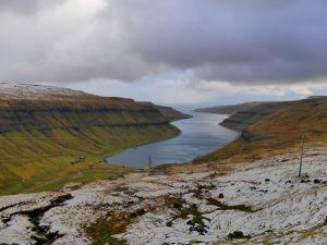 La route touristique Oyggjarvegur ! C'est pas de la neige, c'est de la grêle incrustée par le vent, désolé...