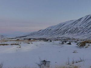 Eau, neige et montagnes sur fond de soleil levant !