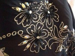 châle en mousseline de soie,décoré avec la peinture relief,organza et strasses,dimension 75x170 cm(plus franges de 20 cm)