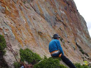 Un jeune du village intéressé par ce qu'on fait et plutôt doué pour sa première expérience comme grimpeur !