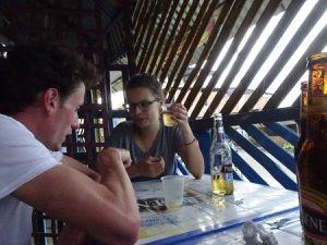 En petit groupe dans un petit bar de Jipijapa avec entre autre David, Franceska et Jonathan