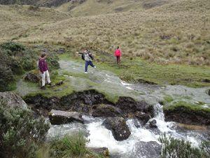 Passages de rivières dans la quatrième partie. On tente de ne pas trop se mouiller !