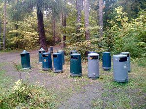 Oh un rayon de poubelles pour pallier l'afflue de monde en été ! Que c'est intelligent !
