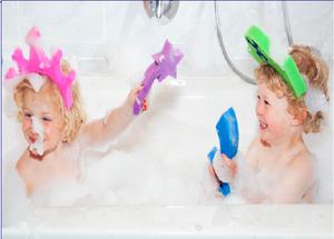 Come insegnare ai bambini a fare il bagno serenamente