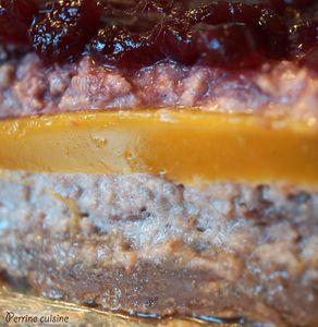 Millefeuille aux cerises et gelée de mangue, craquant praliné