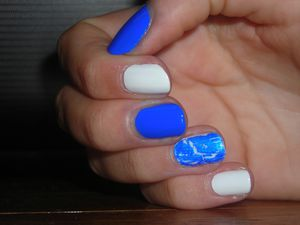 Manucure Blue &amp&#x3B; White