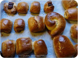 Petits pains briochés chocolatés du petit déjeuner pour se levez du bon pied!