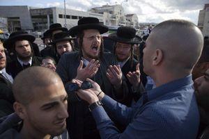 L'autre guerre des Juifs : Israël rongé par ses divisions religieuses.