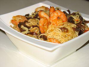 Nouilles chinoises aux crevettes et champignons noirs