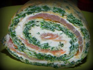 Roulé aux épinards, saumon et fromage