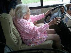Peligro! abuela manejando!!!!