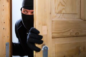 Il governo getta la spugna: &quot&#x3B;Chiudetevi in casa contro i criminali.
