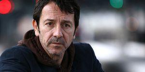 Jean-Hugues Anglade interpréte Adamsberg dans les téléfilms de Josée Dayan adaptés de l'œuvre de Fred Vargas.