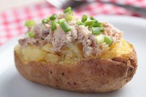 Pommes de terre au four, crème de thon