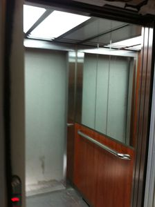 13 février : L'ascenseur